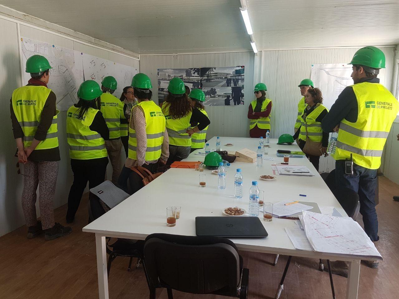 Visite du chantier GSU La Fontaine par les enseignants, les élèves et leurs parents
